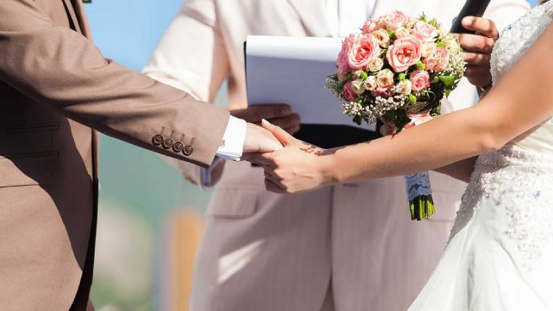 How to Choose the Perfect Wedding Officiant