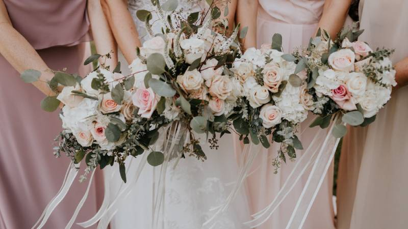 Using friends & family as your wedding vendors