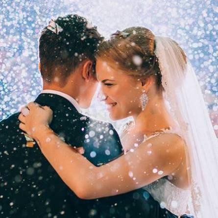Should brides get a wedding website?